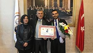 Genç Sarıoğlu, Baba mesleğini seçti.
