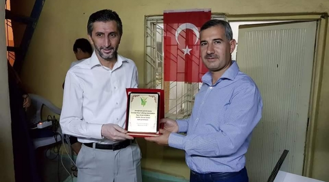 Başkan Çınar'dan,Necdet Durak'a Onursal Üyelik plaketi