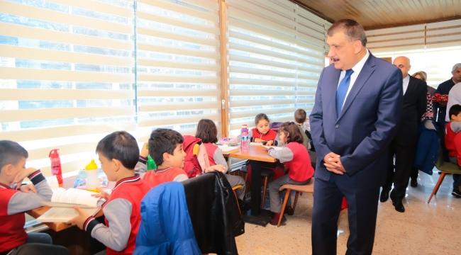 """Başkan Gürkan """"Kütüphanemiz herkese açıktır"""""""