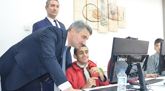 Vali Aydın Baruş ve eşi Nagihan Baruş'tan özel okullara ziyaret