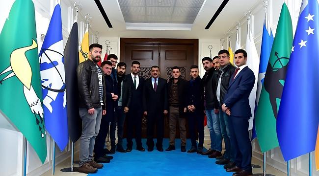 Başkan Gürkan gençlerle destan yazmayı hedefliyor