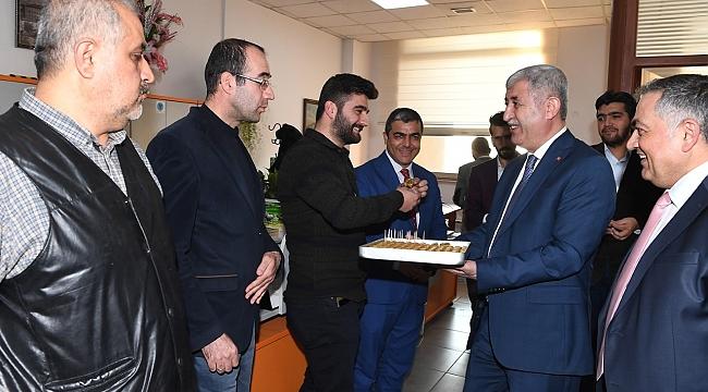 Başkan Polat Belediye!deki, Gazetecilerle bir araya geldi