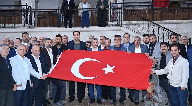 """Yeşilyurt'ta eller """"Mehmetçik"""" için semada"""