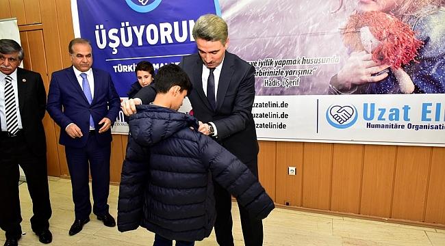 Malatya'da444 Çocuğa Kışlık Mont Dağıtıldı