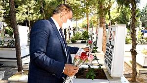 Başkan Gürkan şehitliği ziyaret etti
