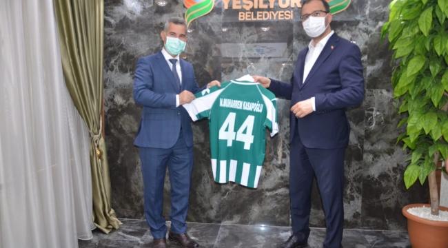 Gençlik ve Spor Bakanı Kasapoğlu Yeşilyurt belediyesini ziyaret etti