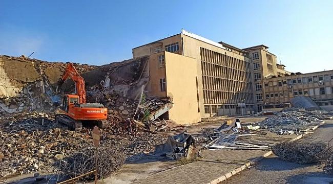 SSK hastanesinin yıkımı başladı