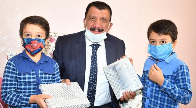 Başkan Gürkan'dan tablet sürprizi