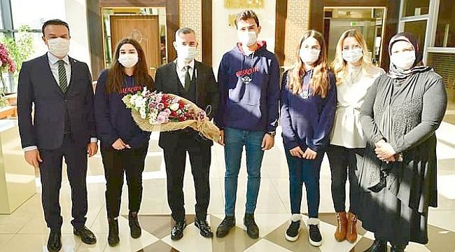 Başkan Çınar Mercan Okulları öğrencileriyle bir araya geldi