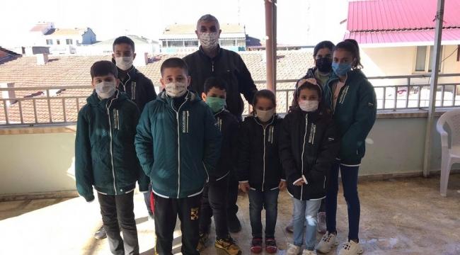 Sera Dezenfektan 30 ihtiyaç sahibi öğrenciyi sevindirdi