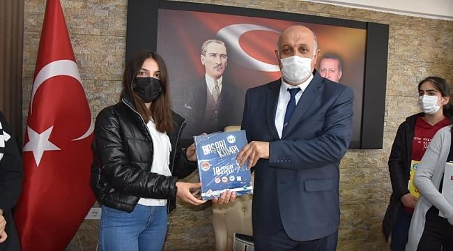 Başkan Zelyurt; Kütüphane Haftasında Öğrencileri Unutmadı