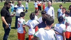 Başkan Çınar'dan gençlere moral ziyareti
